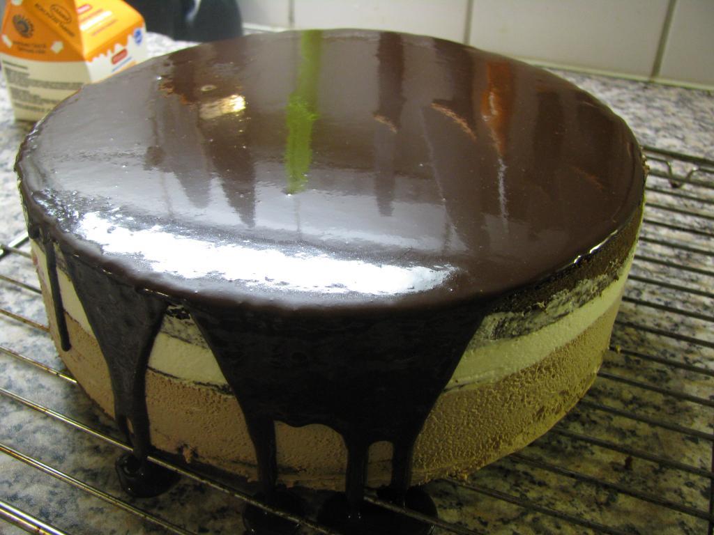 Suklaakuorrutus Kakkuun